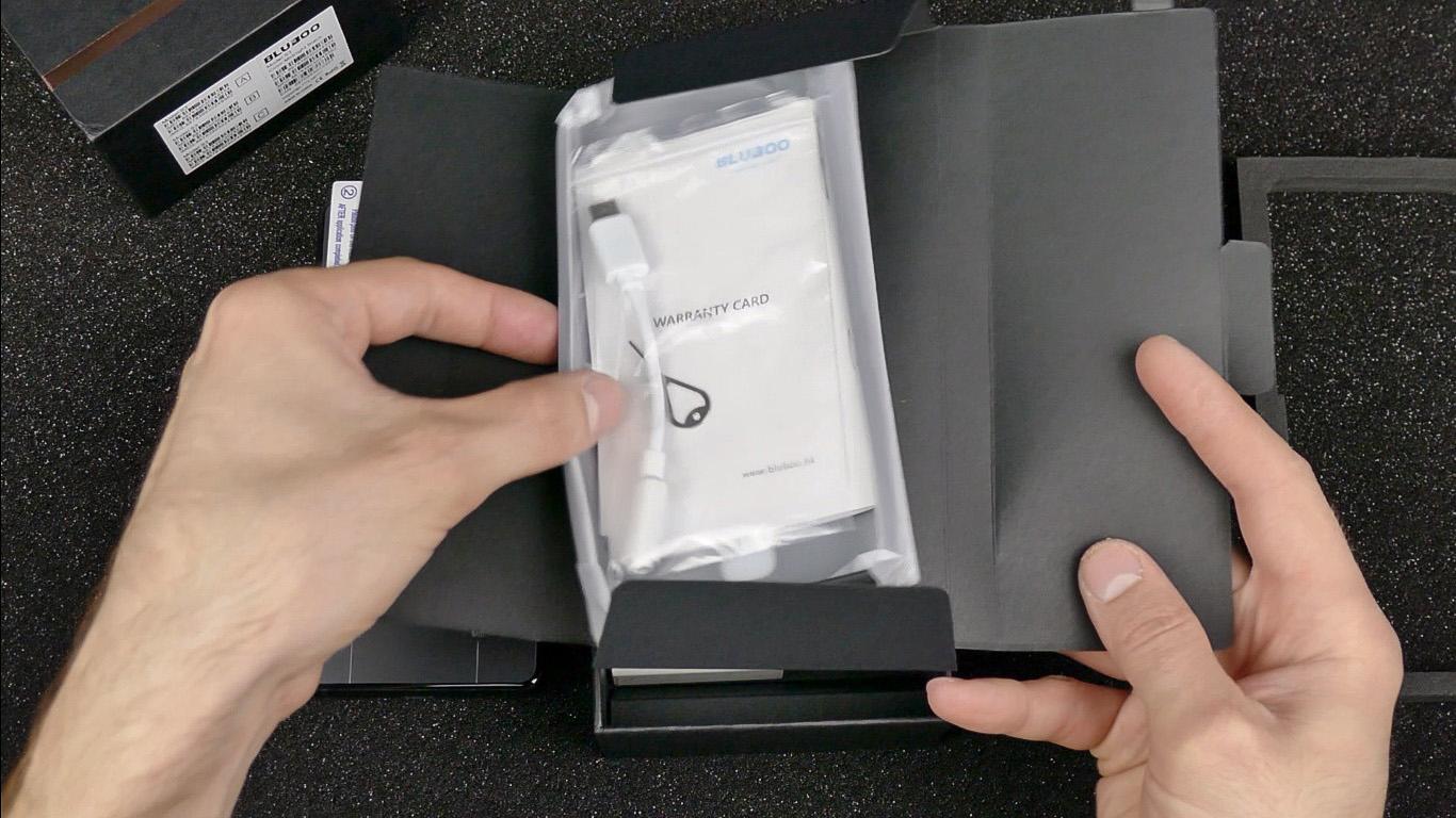 черная коробочка с аксессуарами