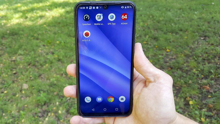 обзор UMIDIGI A5 Pro в руке