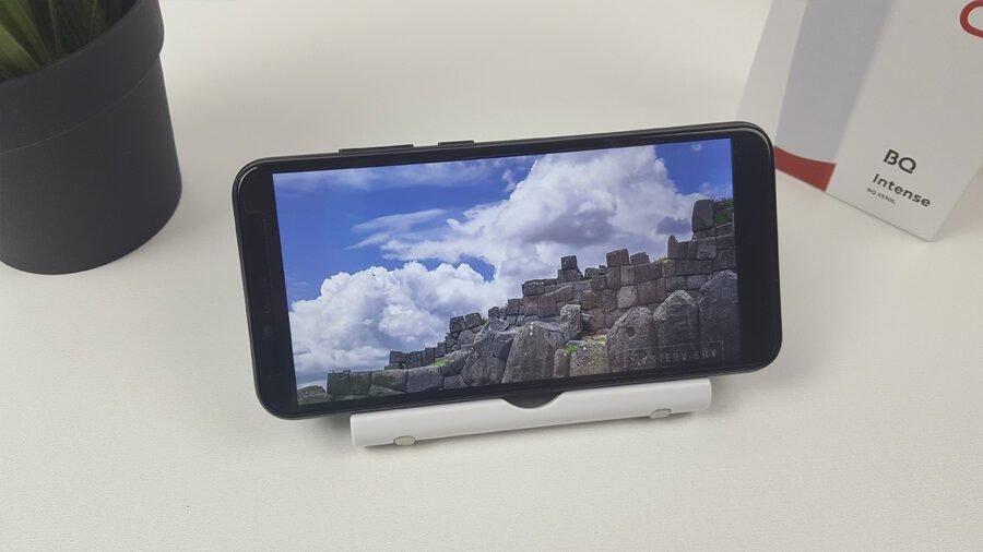 BQ Intense 5530L - экран яркость разрешение