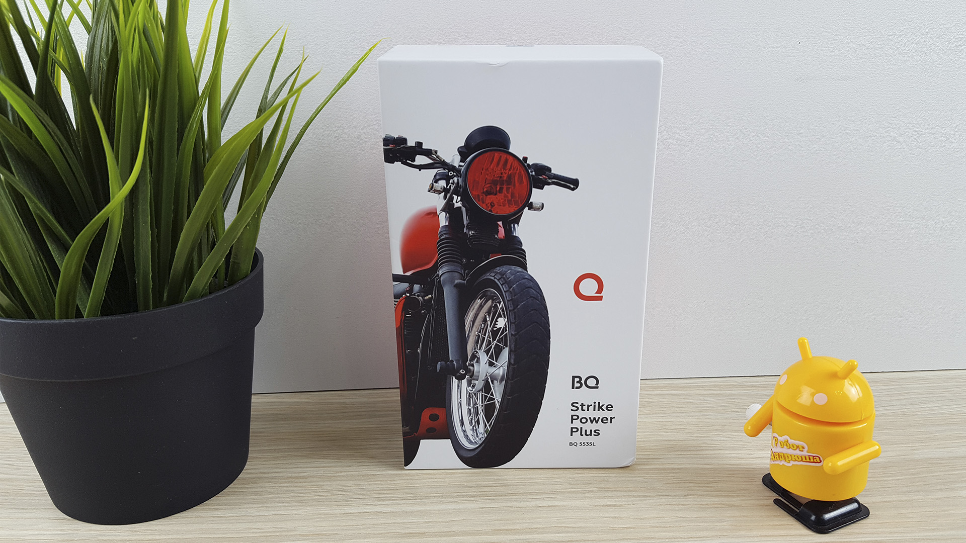 BQ Strike Power Plus - коробка