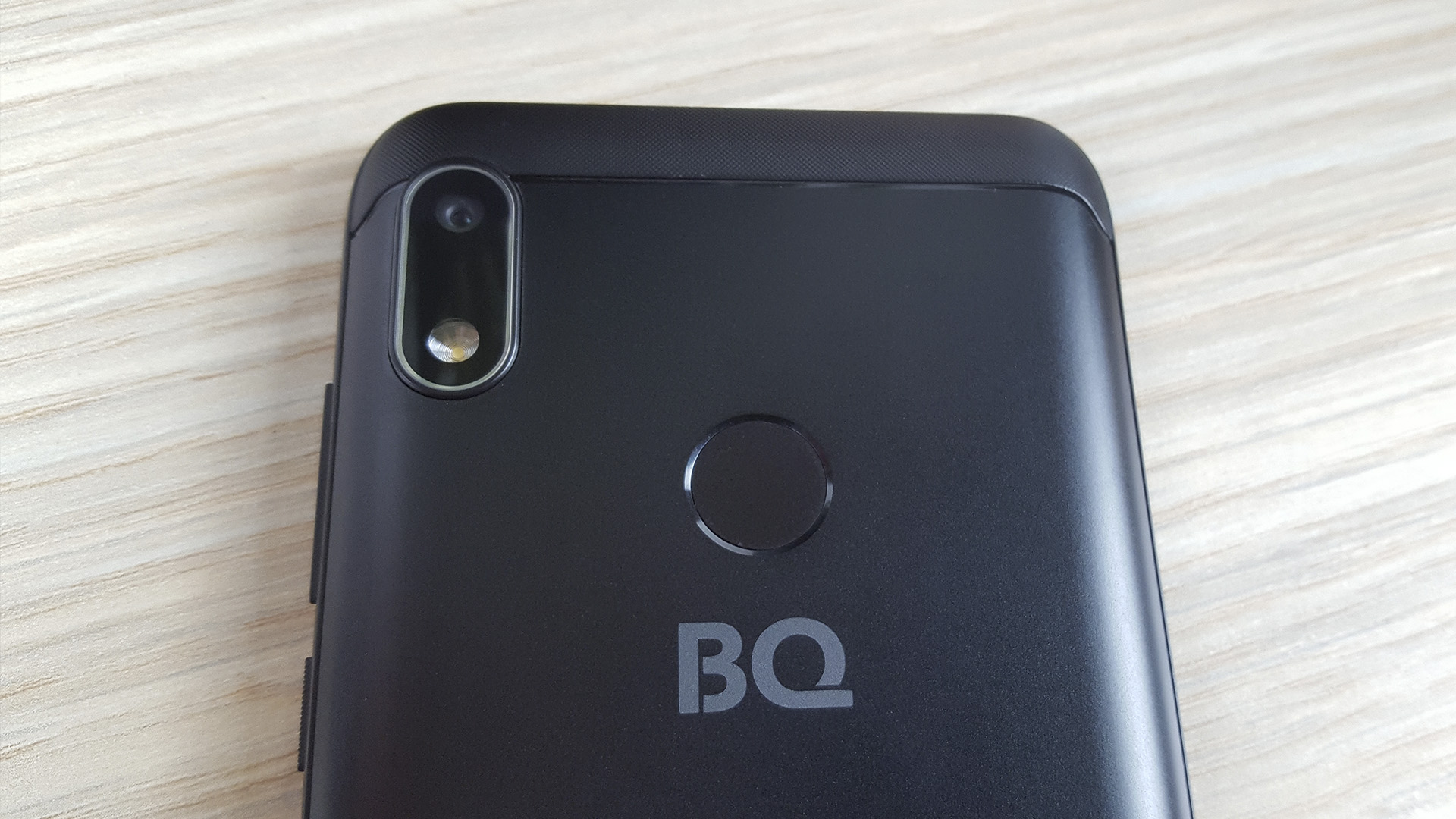 BQ Strike Power Plus задняя камера