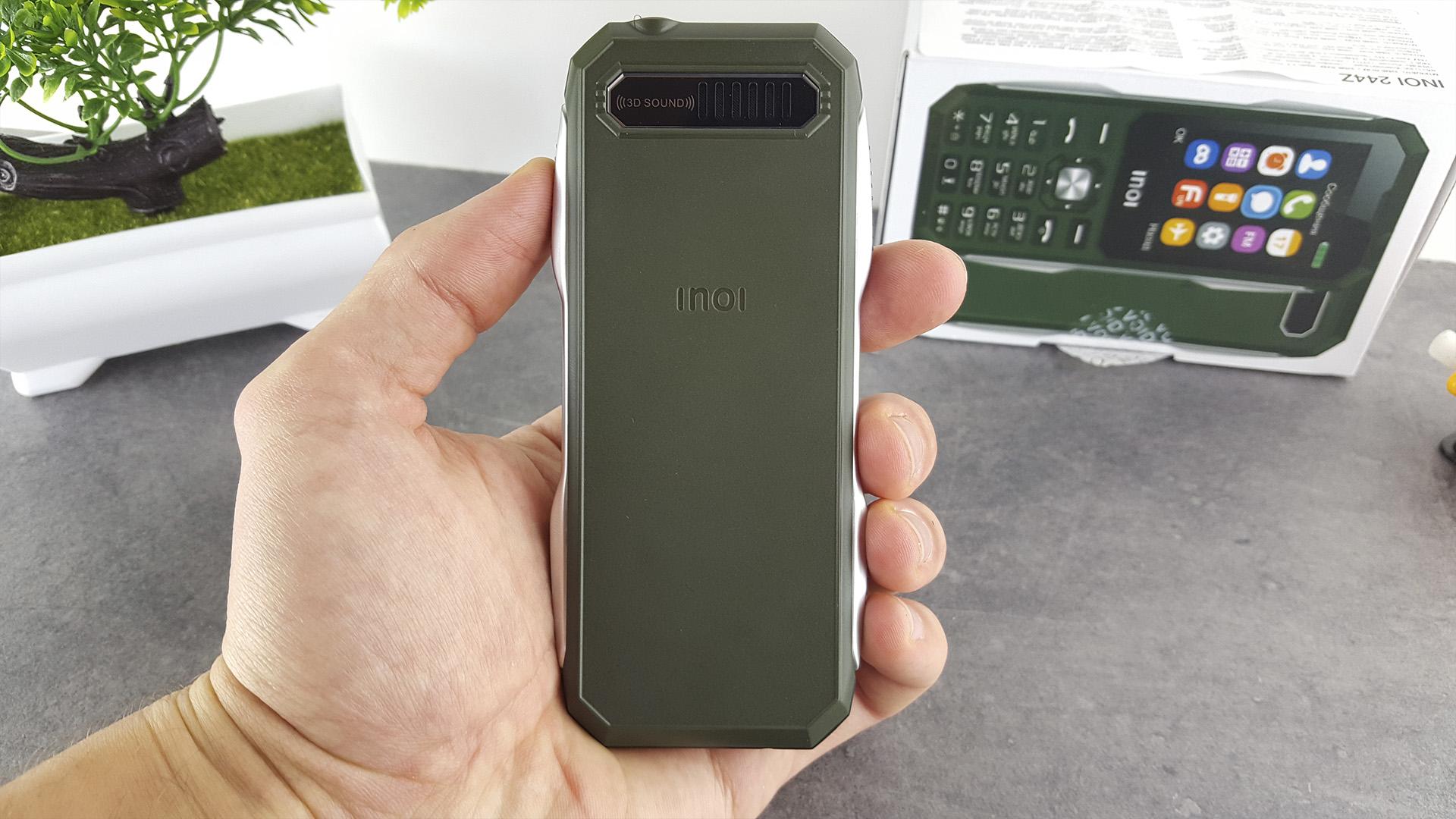 Обзор военного телефона INOI 244Z задняя крышка