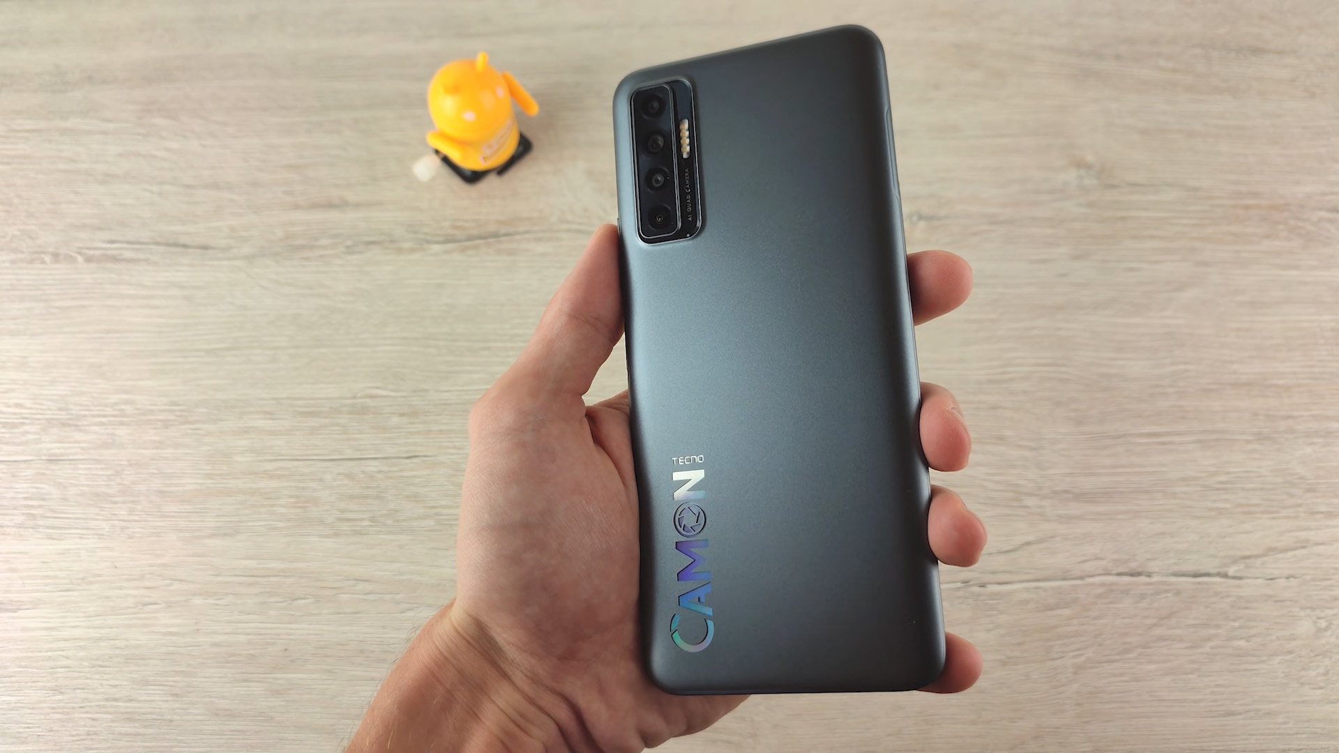 Обзор смартфона Tecno Camon 17P дизайн чарный магнит