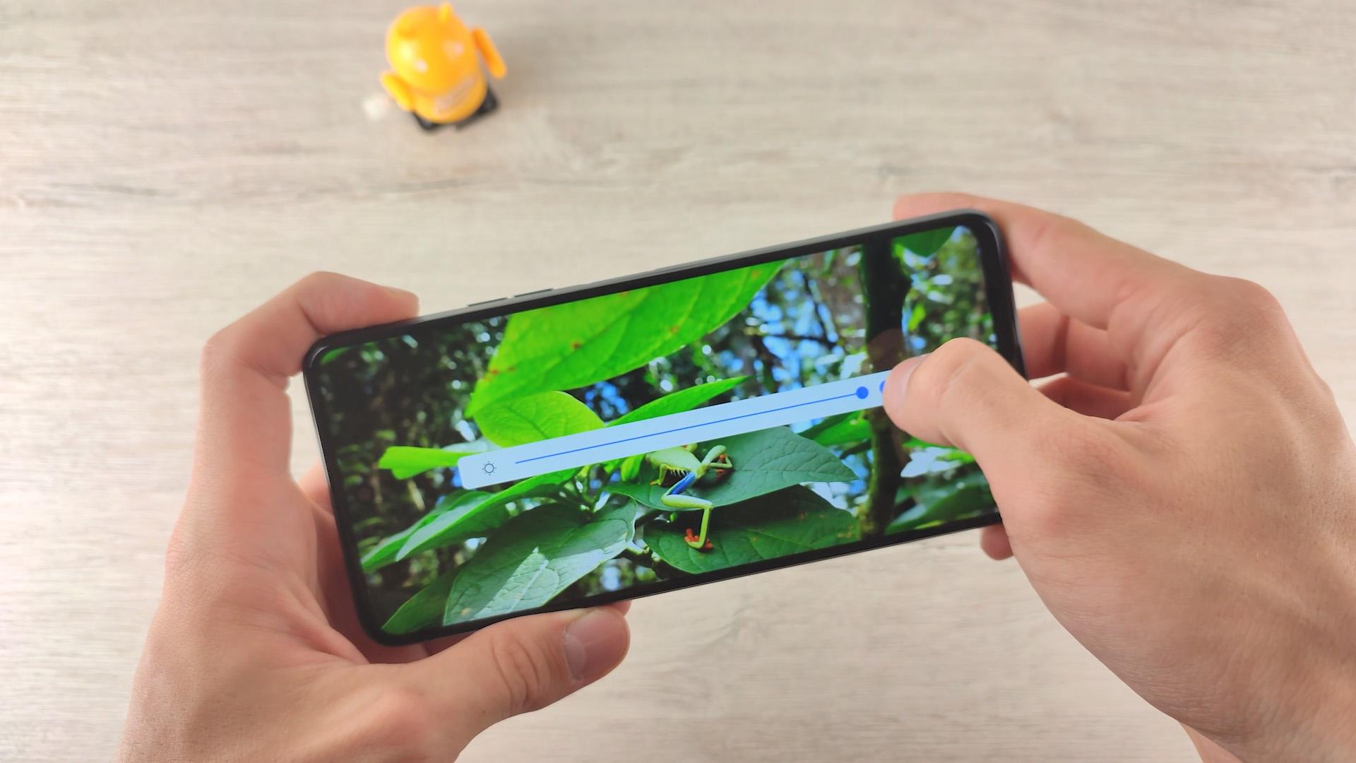 Обзор смартфона Tecno Camon 17P яркость